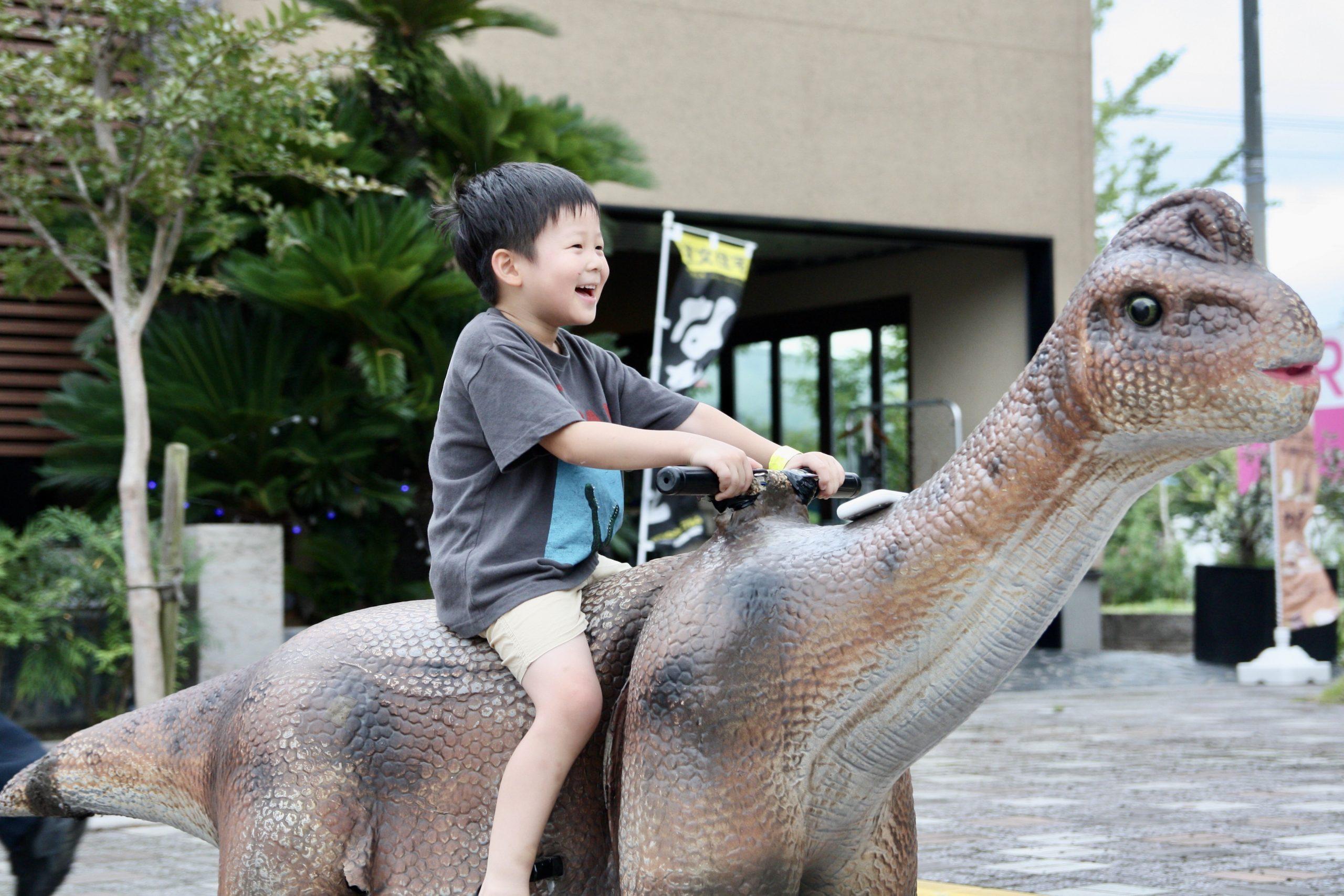 7月の『サマーフェスタ』第1弾は、子どもに人気の恐竜たちが大集合!